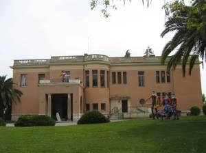 Museum van Naiwe Kuns - let Lanovsky werk, regs