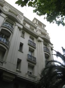 Palais Marie (1929) - pilasters en balkonne