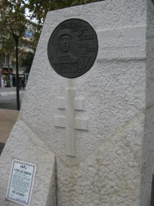Die Alsace Lorraine Kruis op die Charles de Gaulle monument, Antibes