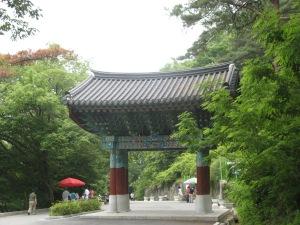Wandelpad na tempels